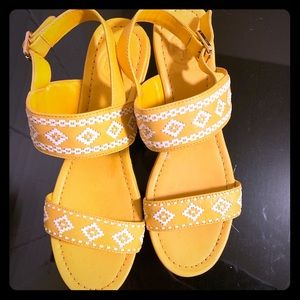 Yellow Tory Burch Sandal size 8.5 can fit size 8